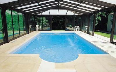 Внутренний бассейн в доме