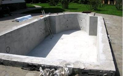 бассейн из монолитной чаши