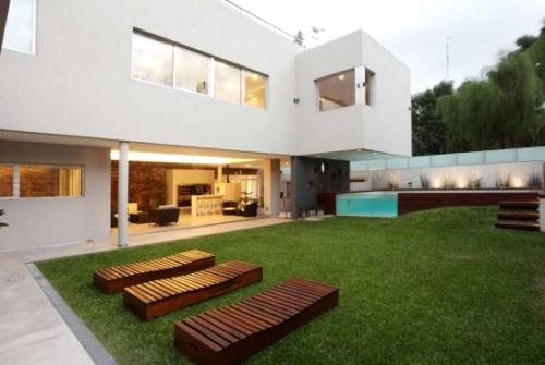Дизайн дома интегрирован с бассейном