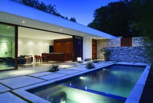 открытый бассейн у дома
