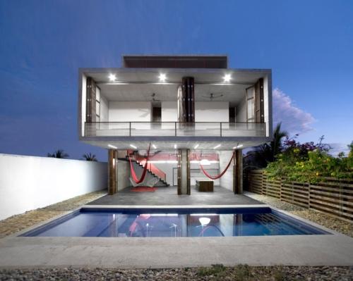 Совмещение ландшафта дома и бассейна